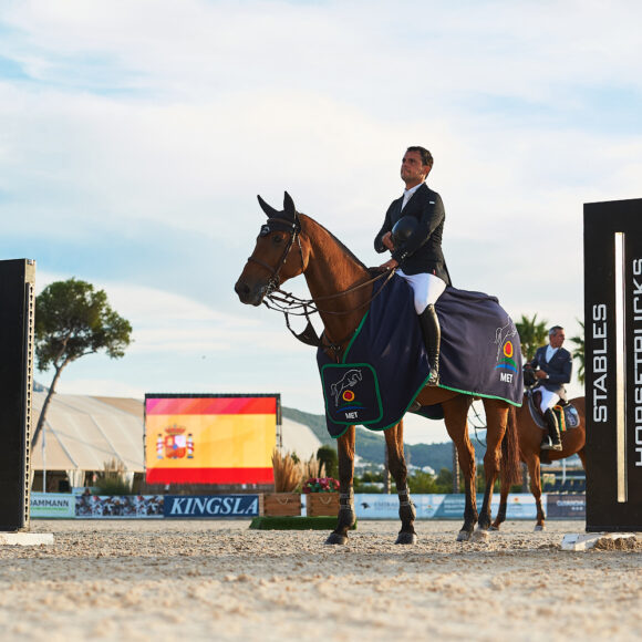 The Spanish anthem plays again at the Autumn MET as Sergio Alvarez Moya wins the CSI2* Grand Prix presented by the Stephex Group