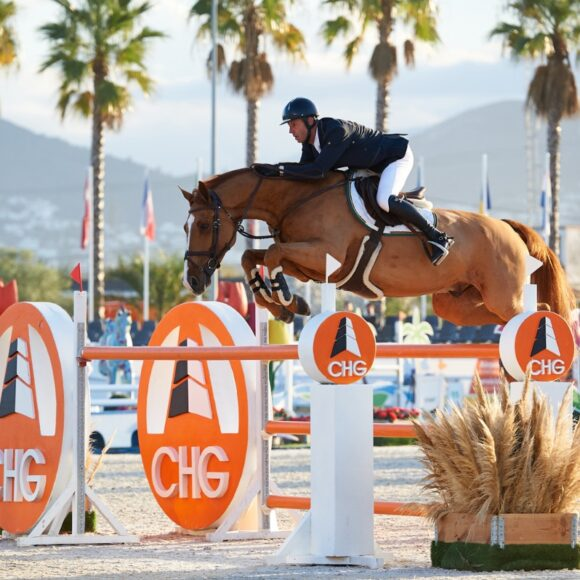 Edwin Smits and Farezzo take the top honours in the CSI2* 1.45m Grand Prix presented by CHG at the Autumn MET