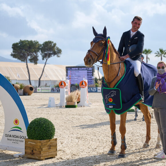 Nicolas Delmotte dominates the CSI3* 1.50m Grand Prix presented by Oliva Nova Beach & Golf Resort at Spring MET 2021